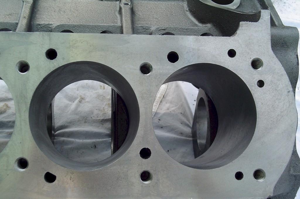 MR-1 Pontiac block deck close